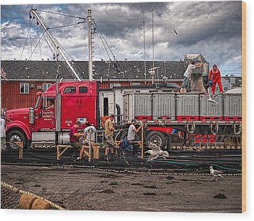 Unloading Fish And Mending Nets Wood Print by Bob Orsillo