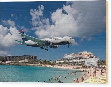 U S Airways Landing At St. Maarten Wood Print by David Gleeson