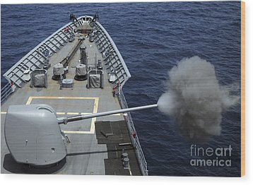 Uss Philippine Sea Fires Its Mk 45 Wood Print by Stocktrek Images