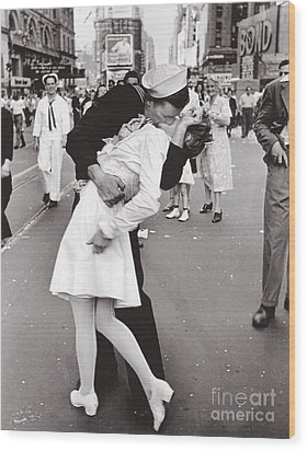 V J Day Times Square - 1945 Wood Print by Pg Reproductions