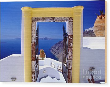 Vacations Gate Wood Print