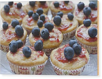 Vanilla Cupcakes With Fresh Blueberries Wood Print