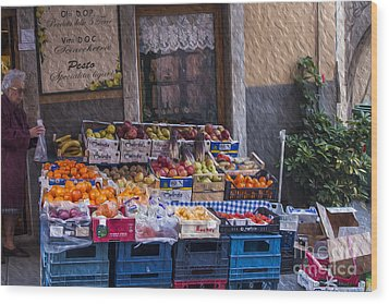 Vegetable Stand Italy Wood Print by Patricia Hofmeester