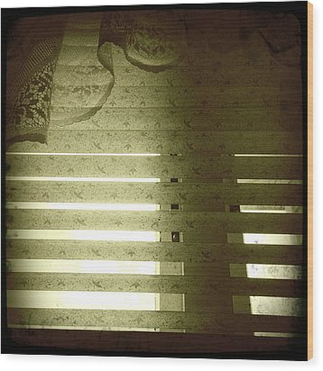 Venetian Blinds Wood Print by Les Cunliffe