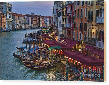 Venetian Grand Canal At Dusk Wood Print by David Smith