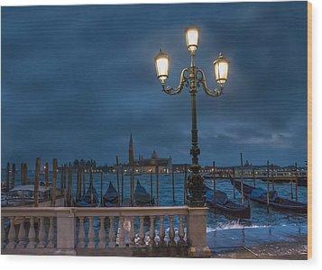 Venice Streetlight Wood Print by Phyllis Peterson