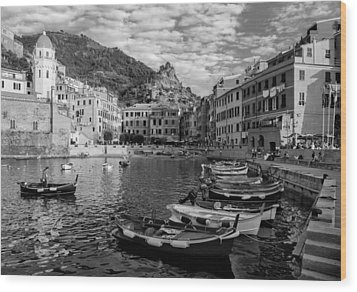 Vernazza Harbor Wood Print by Carl Amoth