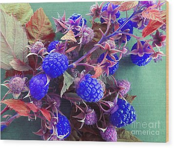Very Blue Berries Wood Print by Tina M Wenger