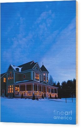 Victorian House At Christmastime Wood Print by Diane Diederich