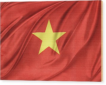 Vietnamese Flag Wood Print by Les Cunliffe