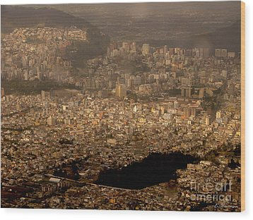 View Of Quito From The Teleferiqo Wood Print by Eleanor Abramson