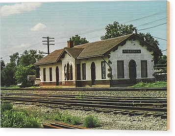 Villisca Train Depot Wood Print by Edward Peterson