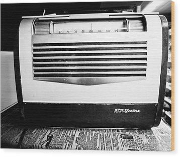 Vintage Radio Wood Print by Edward Fielding