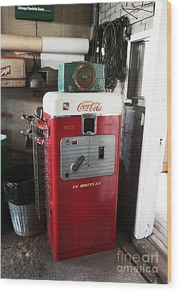 Vintage Soda Machine Wood Print by John Rizzuto