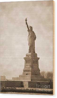 Vintage Statue Of Liberty Wood Print