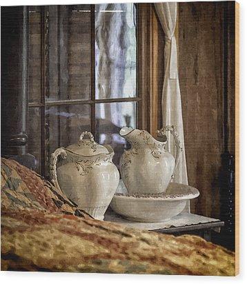 Vintage Wash Bowl And Pitcher Wood Print by Lynn Palmer