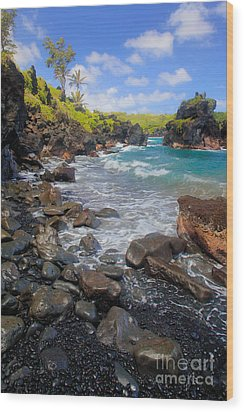 Waianapanapa Rocks Wood Print by Inge Johnsson