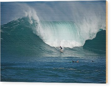 Waimea Bay Monster Wood Print by Kevin Smith