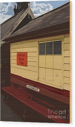 Waiting Wood Print by Gordon Wood