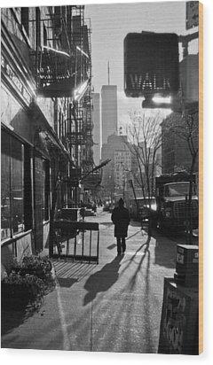 Walk Manhattan 1980s Wood Print by Gary Eason