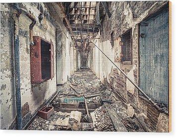 Walk Of Death - Abandoned Asylum Wood Print by Gary Heller