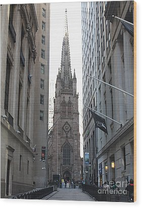 Wall Street Leading To Trinity Church Wood Print