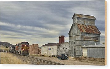 Warbonnet Passing The Grain Elevator Wood Print by Ken Smith