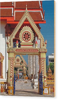 Wat Liab Ubosot Gateway Dthu039 Wood Print by Gerry Gantt