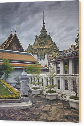 Wat Pho Temple Gardens Wood Print by Kim Andelkovic
