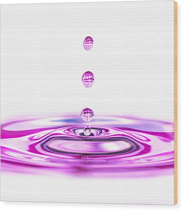 Water Droplets White And Purple Wood Print