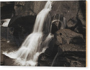 Water Flow Wood Print by Les Cunliffe