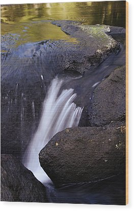 Water Flowing Wood Print by Les Cunliffe