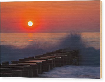 Breaking Wave At Sunrise Wood Print by Allan Levin