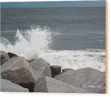 Wave Breaks On Rocks Wood Print by Tammy Wallace
