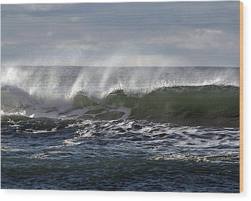 Wave With Wind Wood Print by Michael Bruce
