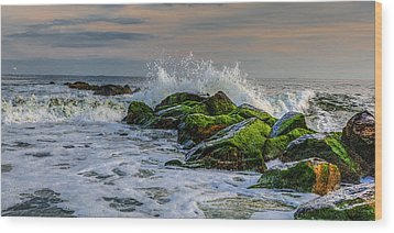 Waves On The Jetty Wood Print by David Hahn