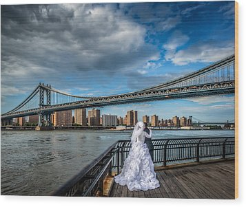 Wedding Photos At The Manhattan Bridge Wood Print