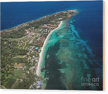 West End Roatan Honduras Wood Print by Peggy Hughes