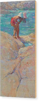 What's In The Rockpool? Wood Print by Jackie Simmonds