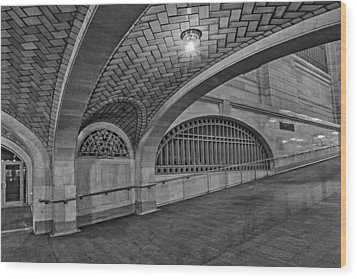 Whispering Gallery Bw Wood Print by Susan Candelario