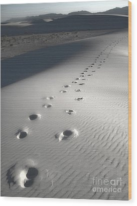 White Sands New Mexico Footsteps Wood Print by Gregory Dyer