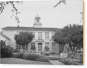 Whittier College Hoover Hall Wood Print by University Icons