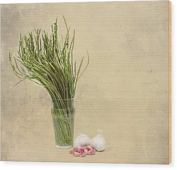 Wild Asparagus And Garlic Wood Print by Angela Bruno