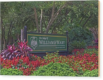 William And Mary Welcome Sign Wood Print by Jerry Gammon