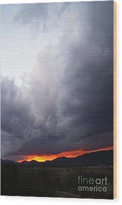 Wind Event At Sundown Wood Print