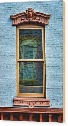 Window In Window In Red Bank Wood Print by Gary Slawsky