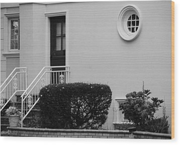 Windows In The Round In Black And White Wood Print by Rob Hans