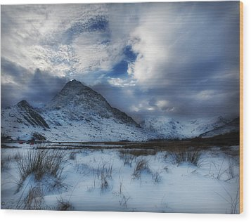 Winter At Tryfan Wood Print by Beverly Cash