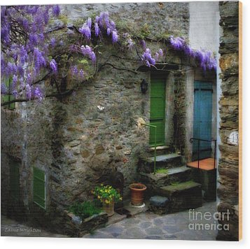 Wisteria On Stone House Wood Print by Lainie Wrightson