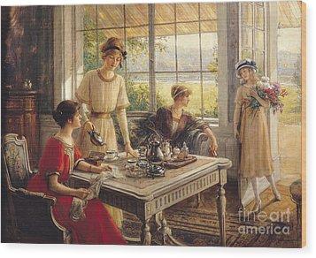 Women Taking Tea Wood Print by Albert Lynch